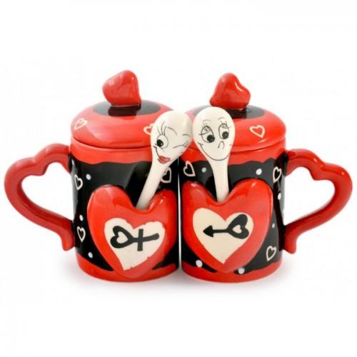Чаши за влюбени с лъжички и капачета