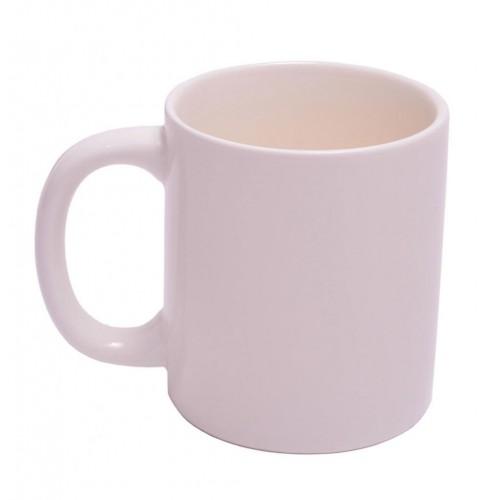 Забавна чаша с неприличен жест на дъното