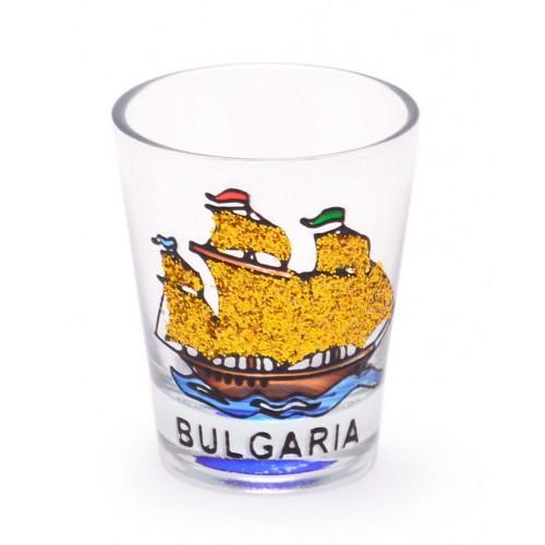 Сувенирна стъклена чаша - шот, декорирана с кораб. Височина - 5.8 см.