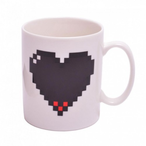 Магическа порцеланова чаша с декорация сърце